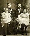 Clarence Grace Hemingway Family 1900.jpg