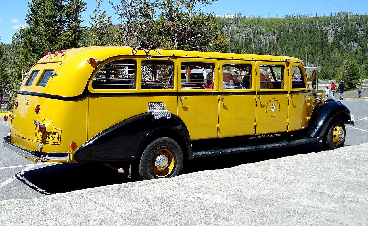 File Classic Tour Bus Yellowstone National Park Wyoming Usa Jpg Wikimedia Commons