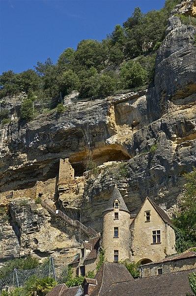File:Climbers Roque-Gageac.jpg