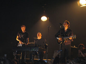 Coldplay - Coldplay performing in Barcelona during their Twisted Logic Tour in 2005