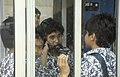 Collectie NMvWereldculturen, TM-20023599, Dia, 'Schoolkinderen rond een telefooncel bij de Istiqlal moskee', fotograaf Jaap de Jonge, 02-1993 - 03-1993.jpg