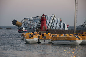 Collision of Costa Concordia 12.jpg