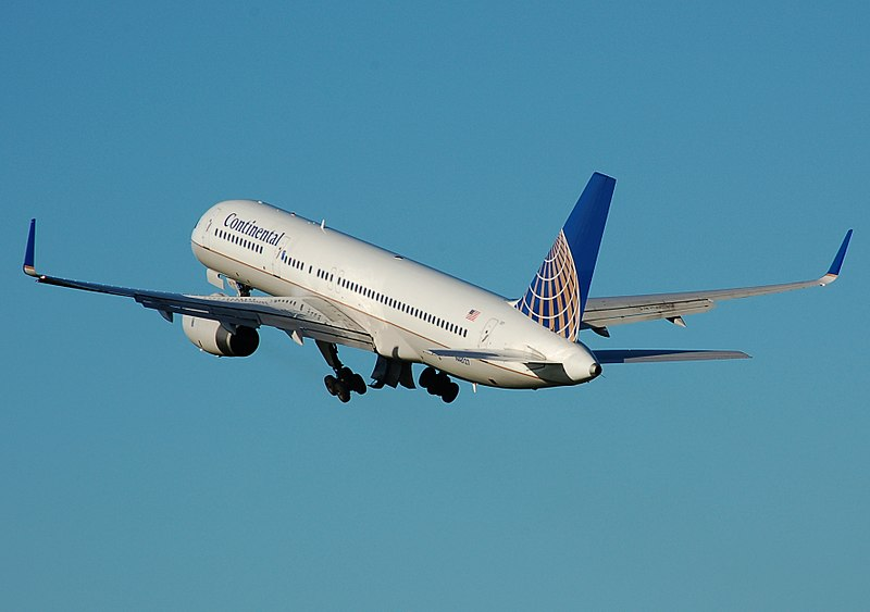 800px-Continental.airlines.b757-200.takeoff.arp.jpg7old.jpg