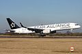 "Continental Airlines B7575 ""Star Alliance Colours"" (4419266043).jpg"