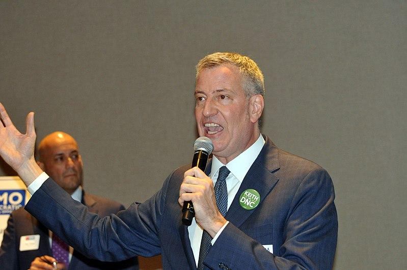 File:DNC Winter Meet 0226 NYC Mayor Bill DiBlasio (32363833373).jpg