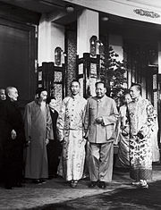 Dalai lama, panchen lama and Mao in Beijing, 1954.jpg