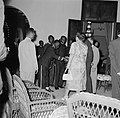 De koningin ontmoet in Paramaribo in het gouvernementshuis de granmans van de bo, Bestanddeelnr 252-4494.jpg