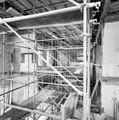De synagoge te Arnhem met steigers, tijdens restauratie - Arnhem - 20350268 - RCE.jpg