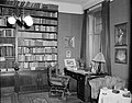 Der Schreibtisch von Alban Berg (1885–1935) 1961 USIS (US 13.186-4).jpg
