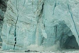 Desprendimiento en el glaciar Margerie, Parque Nacional Bahía del Glaciar, Alaska, Estados Unidos, 2017-08-19, DD 56.jpg