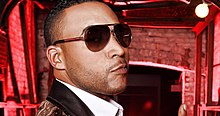 Don Omar with his sunglasses.jpg