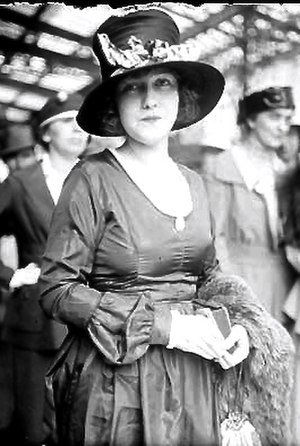 Mushroom hat - Dorothy Gish sporting a mushroom-brimmed hat in 1918