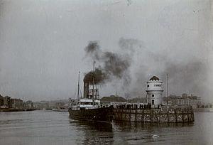 SS Douglas (1889) - Image: Douglas passes the Red Pier