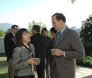 Wendy Freedman - Freedman with the American ambassador to Chile in 2009