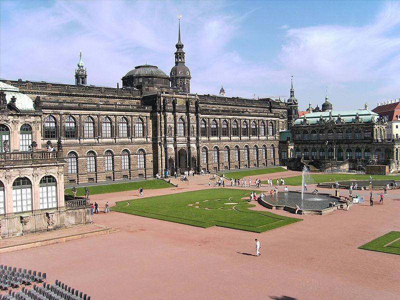 Fichier:Dresden-Zwinger-Courtyard.13.JPG