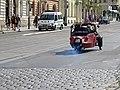 Dukelských hrdinů, Velorex a policejní auto.jpg