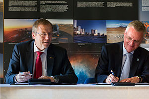 Director general - Image: ESO and ESA Directors General sign cooperation agreement
