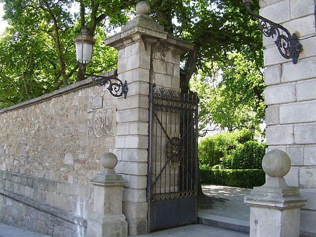 File entrada al jard n de san wikimedia commons for Jardin 81 san carlos