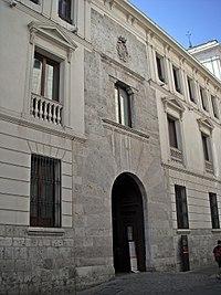 Entrada al Palacio de los Villena.jpg