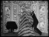 File:Escamotage d'une dame chez Robert Houdin (1896).webm