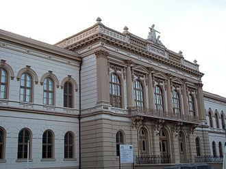 Moise Nicoară National College - Image: Fatada Colegiul National Moise Nicoara