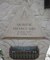 Feuerhalle Simmering - Arkadenhof (Abteilung ALI) - Friedrich Korn 02.jpg