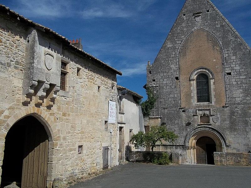 File:Fontaine-le-Comte Abbaye5.JPG