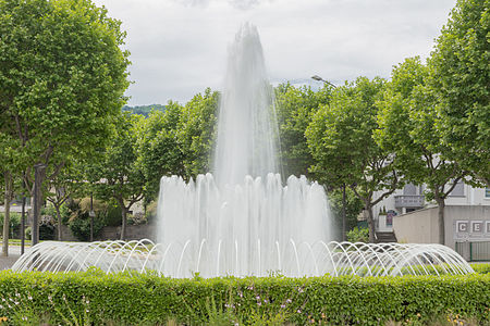 https://upload.wikimedia.org/wikipedia/commons/thumb/6/67/Fontaine_-_143.jpg/450px-Fontaine_-_143.jpg
