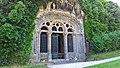 Fontanges, chapelle monolithique, façade.jpg
