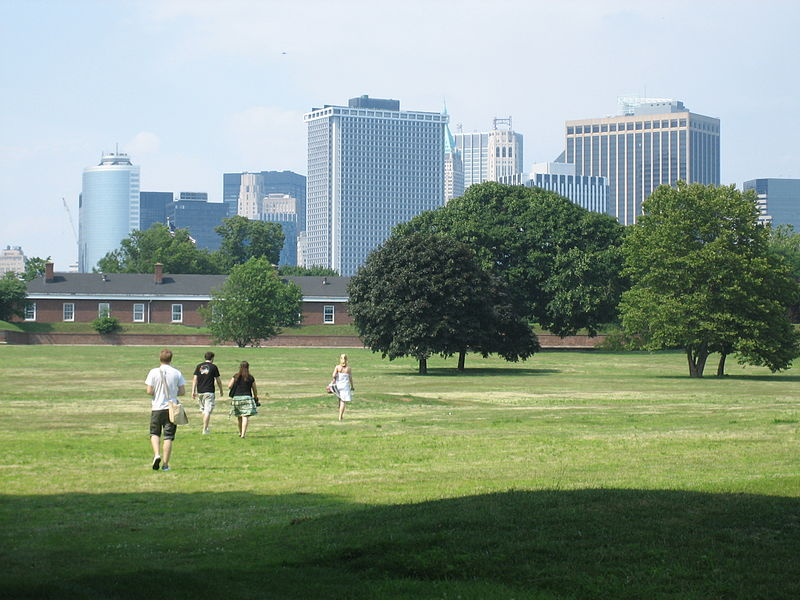 File:Fort Jay and Manhattan Skyscrapers, Governor's Island NY.jpg