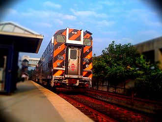 Franconia–Springfield station - A VRE train pulling in to Franconia–Springfield VRE station