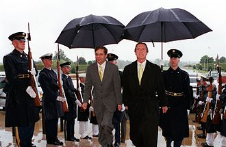 Second Kok cabinet - Minister of Defence Frank de Grave and United States Secretary of Defense William Cohen at The Pentagon on 25 September 2000.