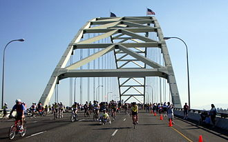 Fremont Bridge (Portland, Oregon) - Image: Fremont bridge pedal 1230