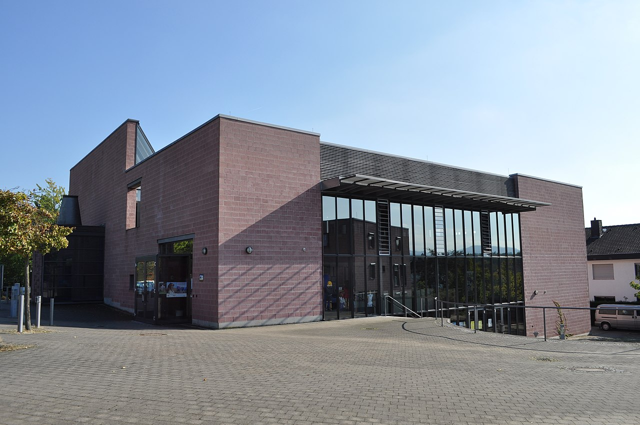 File:Friedrichsdorf, Bonifatius-Kirche.JPG - Wikimedia Commons