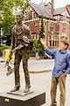 Gabriel Sterk bij zijn Vincent van Gogh.jpg