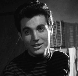 Gabriele Tinti (actor) - Tinti in Cronache di poveri amanti (1954)