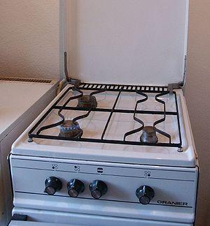 Gas stove Deutsch: Gasherd mit eingeschalteter...