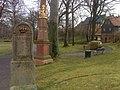 Geithain, königl.-sächs. Meilenstein und kurs. Distanzsäule im Stadtpark (2).jpg
