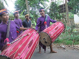 Gendang beleq - The big drum (gendang beleq) musicians, the main players in the ensemble.