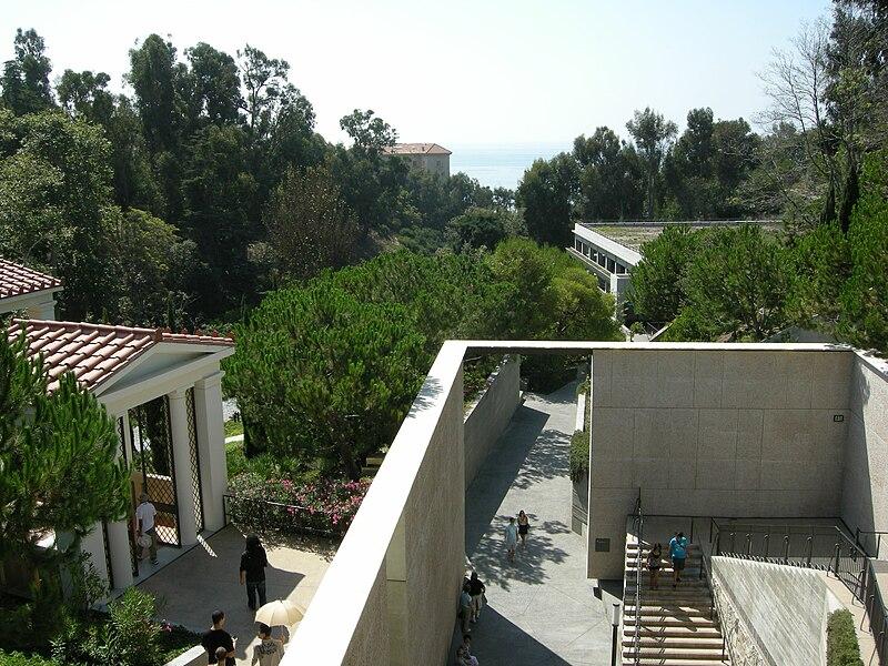 File:Getty villa, terrazza.JPG - Wikimedia Commons