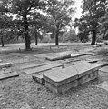 Grafzerken op de Portugees-Israëlitische begraafplaats Den Haag - 's-Gravenhage - 20085681 - RCE.jpg