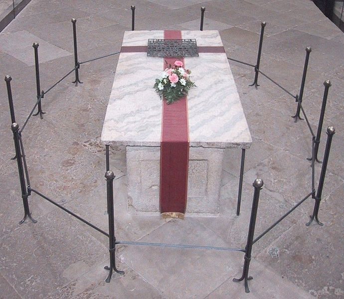 Bestand:Grave of Otto I, Holy Roman Emperor.jpg