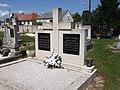 Grob Jozefa Ficka, Prisika.JPG