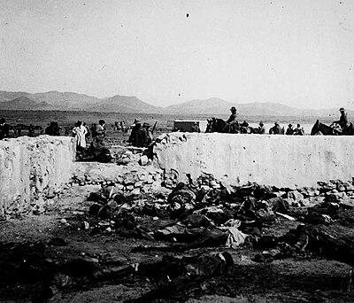 Cadáveres españoles en Monte Arruit. La foto fue tomada meses después del desastre, tras volver a recuperar las posiciones el ejército español.