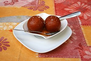 South Asian sweets - Image: Gulab jamun Lavapies (Spain)