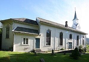 Gulen Church - Image: Gulen krk side