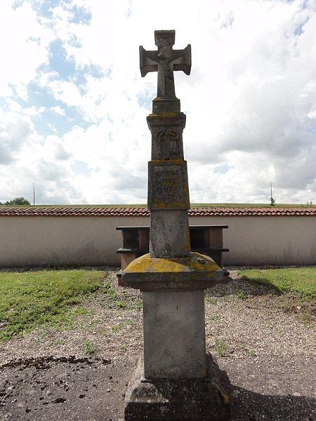 Hénamémil (M-et-M) croix de cimetière
