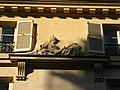 Hôtel des Comédiens ordinaires du roi, haut-relief de Minerve.jpg
