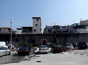 Kat Hing Wai - Western wall and entrance gate of Kat Hing Wai.