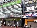 HK tram 64 view CWB 銅鑼灣 Causeway Bay 怡和街 Yee Wo Street Hang Seng Bank Centre November 2019 SS2 03 CSL shop.jpg